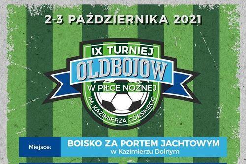 Fragment plakatu z napisem: 2-3 października Turniej Oldbojów w Piłce Nożnej IX Memoriał im. Kazimierza Górskiego
