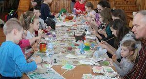 """""""Kolorowe impresje"""" - malowanie kamieni oraz figurek w Domu Kultury w Markuszowie"""