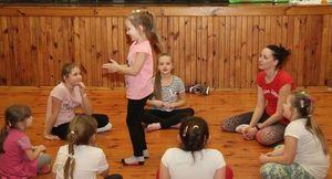 Poniedziałkowe zajęcia ruchowo-taneczne dla najmłodszych w Domu Kultury