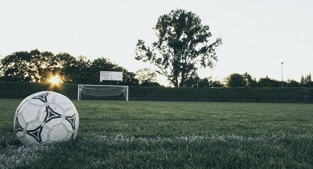 Umowa na boisko sportowe podpisana