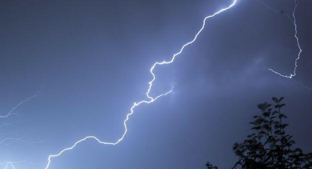 Prognoza niebezpiecznych zjawisk meteorologicznych- grafika ogólna, burza