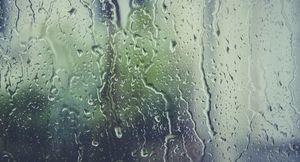 opady deszczu, deszcz na szybie