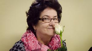 Piękna róża, słodka czekolada i życzenia – Dzień Kobiet w naszej gminie