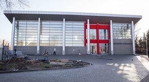 Zdjęcie przedstawia budynek Centrum Szkoleniowego w Parku w Niemcach