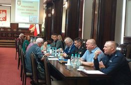 Zdjęcie przedstawia uczestników posiedzenia
