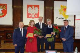 Na zdjęciu znajdują się (od lewej) Przewodniczący Rady Powiatu Krzysztof Chmielik, dr Rybak, Starosta Lubelski Zdzisław Antoń, dr Kwiatkowski, Wicestarosta Lubelski- Andrzej Chrząstowski