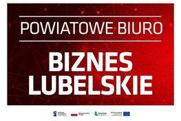 Napis na czerwonym tle - POWIATOWE BIURO BIZNES LUBELSKIE oraz logotypy dofinansowania