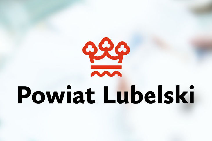 Logo Powiat Lubelski na rozmytym tle