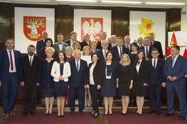 na zdjęciu znajdują się Rady Powiatu VI kadencji