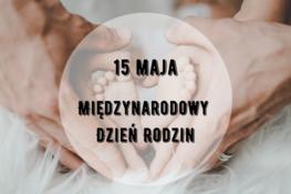 na zdjęciu widnieje serce ułożone z rąk mamy, taty i stópek dziecka oraz napis 15 maja międzynarodowy dzień rodziny