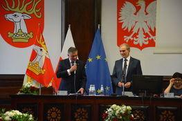 na zdjęciu znajduje się wojewoda lubelski Lech Sprawka oraz starosta lubelski Zdzisław Antoń