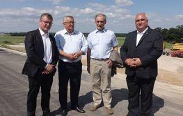na zdjęciu znajdują się uczestnicy spotkania z premierem Mateuszem Morawieckim