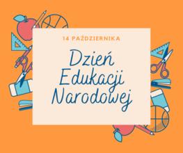 napis dzień edukacji narodowej na pomarańczowym tle, ozdobionym szkolnymi przybiorami
