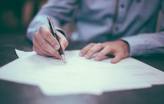 Osoba pospisująca dokument