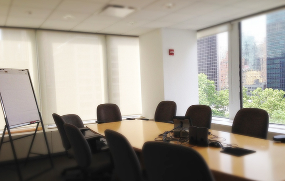 Salka konferencyjna stół i tablica