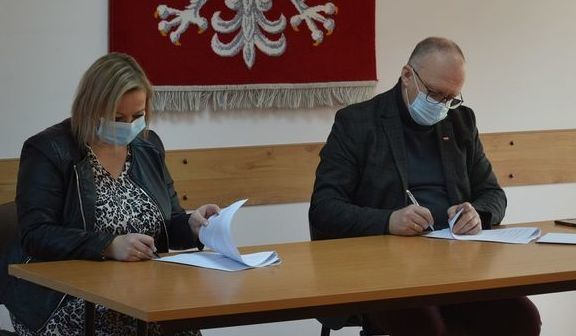 Podpisywanie umowy na modernizację ul. Młynarskiej w Rykach