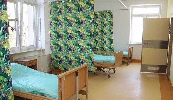 Zdjęcie sali z parawanami. Zdjęcie pobrane ze strony: https://turyki.pl/artykul/szpital-w-rykach-otwiera/1157905
