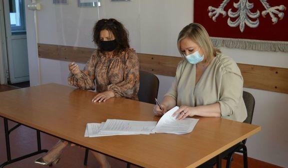 Podpisanie umowy na realizację zadania