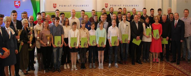 Sportowe nagrody Starosty Puławskiego za 2016 r. wręczone