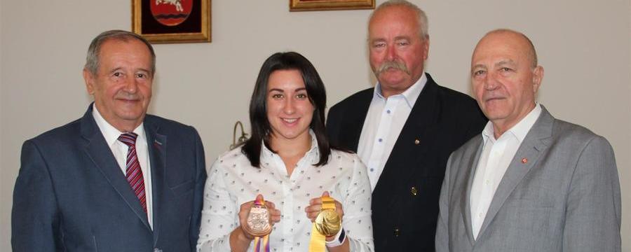 Brązowa medalistka Malwina Kopron z wizytą u Starosty Puławskiego