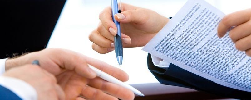 Dokumenty, ręce, długopis