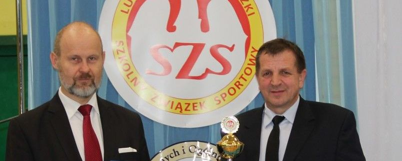 Puchar i dyplom z rąk reprezentującego Marszałka Województwa dyrektora Janusza Wawerskiego odebrał Członek Zarządu Jan Ziomka.