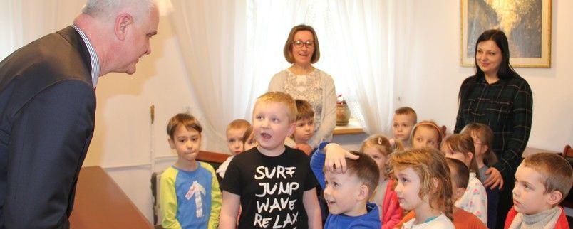Przedszkolaki u wicestarosty