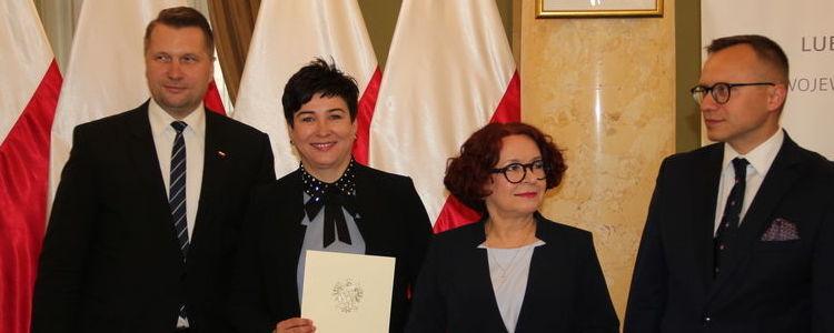 Starosta Danuta Smaga wraz z wojewodą lubelskim Przemysławem Czarnkiem, posłanką na Sejm RP Elżbietą Kruk i sekretarzem stanu w Ministerstwie Inwestycji i Rozwoju Arturem Soboniem.