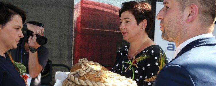 Dożynki Powiatowe Kurów 2019 - chleb dożynkow
