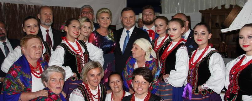 Wizyta Pary Prezydenckiej na stoisku regionalnym lubelszczyzny zakończyła się pamiątkową fotografią.