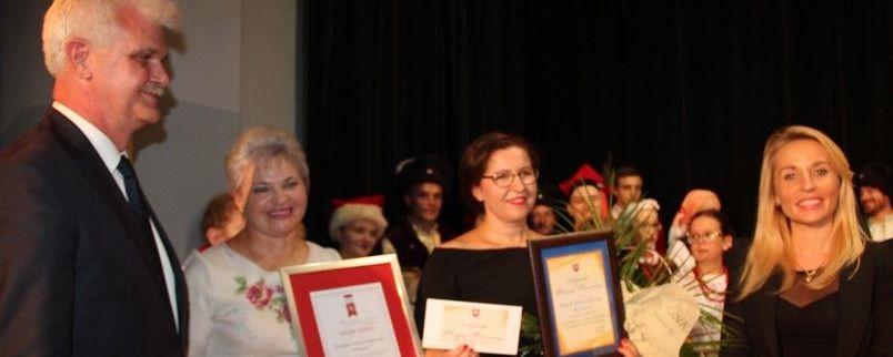"""Zespół """"Bystrzacy"""" z Wąwolnicy uhonorowany Doroczną nagrodą Starosty Puławskiego w dziedzinie kultury"""