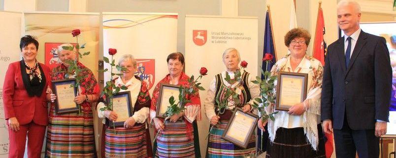 Puławscy twórcy ludowi nagrodzeni przez starostę Danutę Smagę