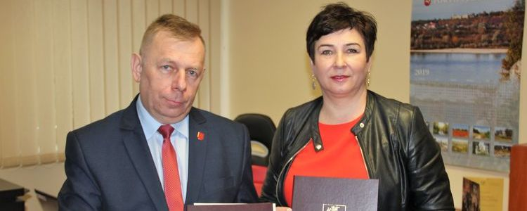 Wójt gminy Baranów Mirosław Roman Grzelak i starosta Danuta Smaga.