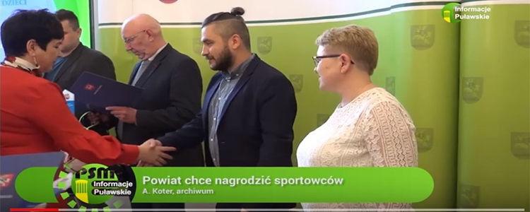 Kadr z uroczystości wręczenia nagród starosty za wybitne osiągnięcia sportowe