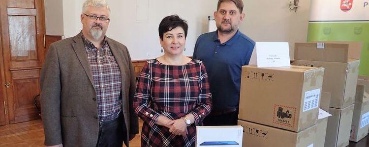 Tablety do zdalnej nauki dla uczniów z powiatu puławskiego.