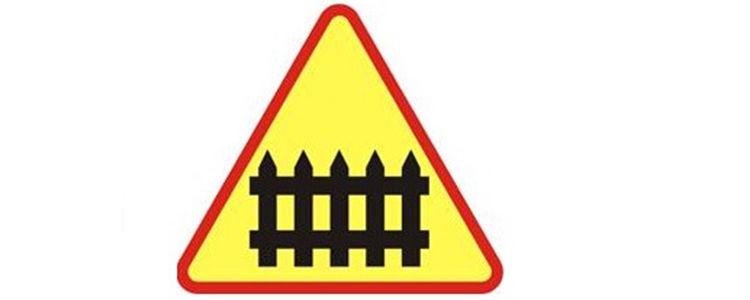 Zamknięty przejazd kolejowy w miejscowości Stary Pożóg