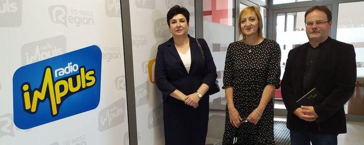 Od lewej: starosta Danuta Smaga, radna powiatu puławskiego Małgorzata Górska Lenartowicz, dyrektor ZS nr 1 w Puławach Robert Och