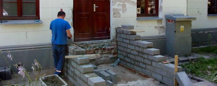 Prace przy rewitalizacji budynku Młodzieżowego Domu Kultury w Puławach