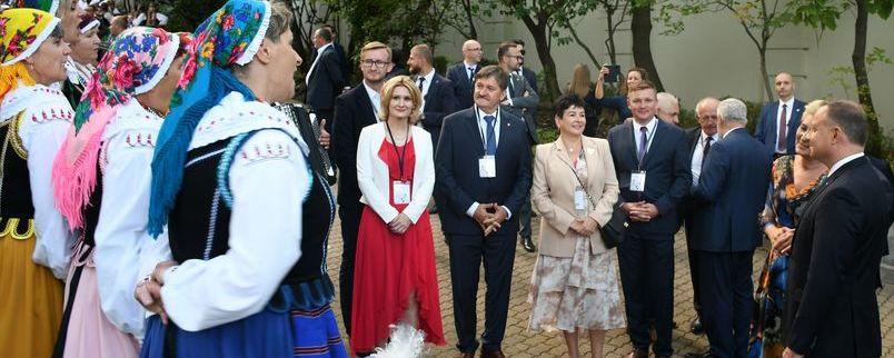 Delegacja powiatu z Parą Prezydencką
