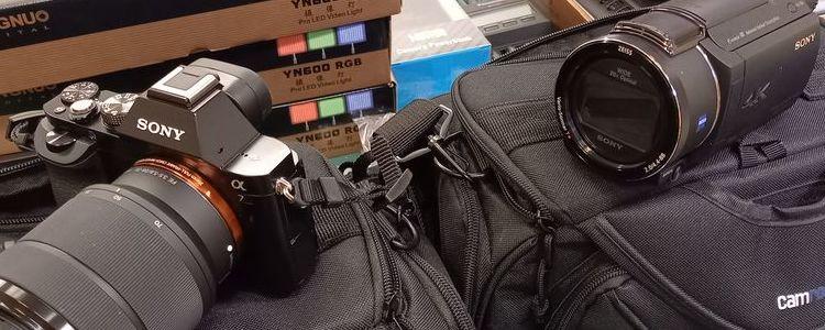 Aparat fotograficzny i cyfrowa kamera.