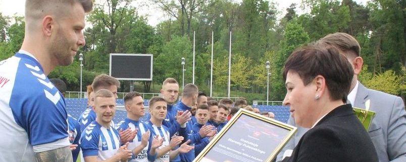 Starosta składa gratulacje piłkarzom KS Wisła