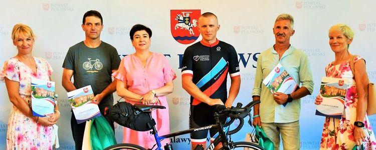 Puławscy laureaci Rowerowej Stolicy Polski uhonorowani przez starostę