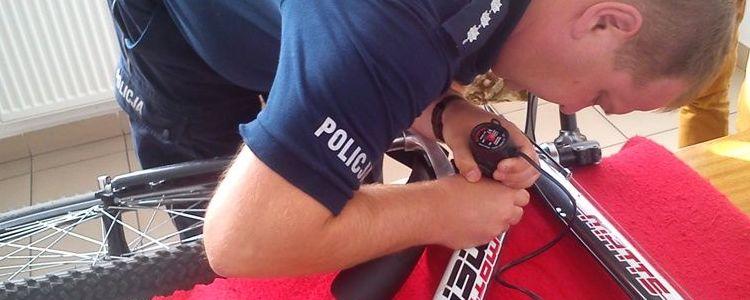 Znakowanie roweru, policjant, rower