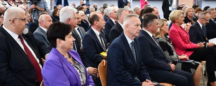 Otwarcie Domu Pomocy Społecznej w Żyrzynie z udziałem Pierwszej Damy RP - uczestnicy uroczystości