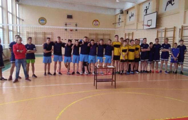 Gimnazja walczyły o Puchar Dyrektora ZSZ nr 1 w Dęblinie.