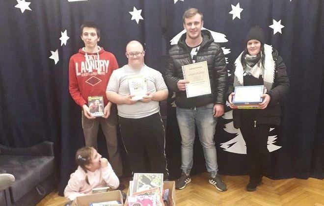Uczniowie ZSZ nr 2 w Dęblinie wspierają dzieci ze Specjalnego Ośrodka Szkolno-Wychowawczego w Opactwie
