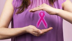 Kobieta z różową wstążką