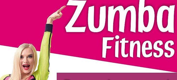 Fragment plakatu promującego zumbę- Kobieta wskazując na napis: Zumba fitness