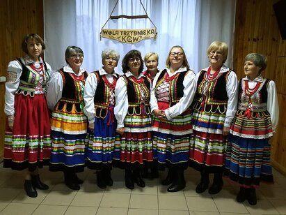 """Zespół wokalny Koła Gospodyń Wiejskich """"Pietroszczanki"""" z Woli Trzydnickiej"""