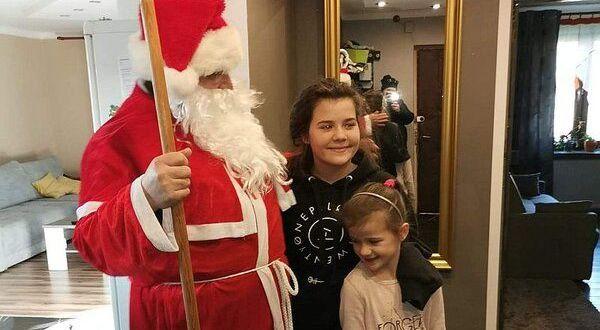 Dwie dziewczynki ze Św. Mikołajem